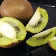 Kiwi pflanzen: Worauf muss man bei Kiwipflanzen im eigenen Garten achten?