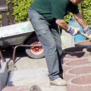 Rücken schonen bei der Gartenarbeit