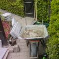 Foto Schubkarre im Garten