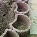 rote Steinkübel zum Bepflanzen